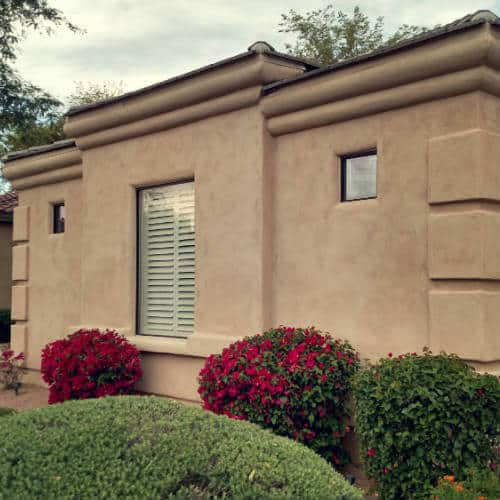 close up of a beautiful arizona home that features newly repaired window glass which was repaired